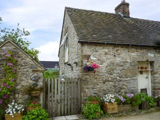 RAMBLERS' REST, romantic, country holiday cottage, with a garden in Brassington,