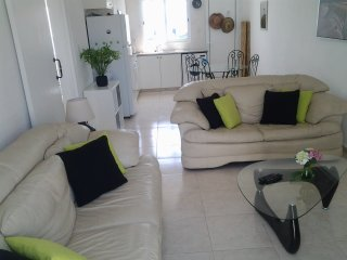 Lovely apartment, walk to Paphos Harbour