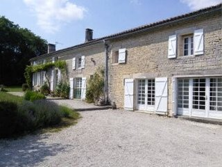 Large holiday house sleeps 12 close to Cognac, Villiers Couture