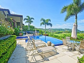 Amazing Luxurious Villa with view of the resort at Los Sueños!, Herradura