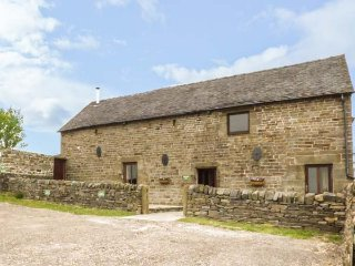 HIGHFIELDS BARN, mostly ground floor, romantic retreat, woodburning stove in Lee