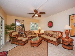 516 Plantation Club-Fully renovated .Quick Walk to Beach & Fido Friendly.