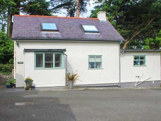 THE ANNEXE, detached, romantic, pet-friendly, WiFi, in Llangoed, Ref 937080