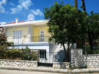 *Vintage House, Unique Sea View,10 steps to the sea*