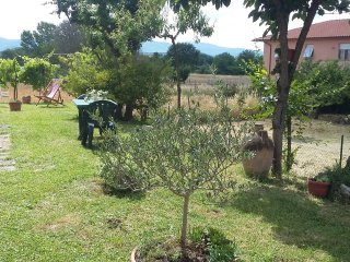 Cozy flat with garden near Spoleto with a parking