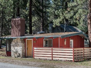 2BR/1BA Norwegian Cabin with Retro Style - Walk to Restaurants, Sleeps 6, South Lake Tahoe