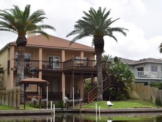 Cast-Away Villa - Luxury with Private Boat Lift, Aransas Pass