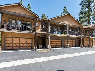 Open-Concept Townhouse, Walk to Downtown, Close to Skiing, Biking And Golf.