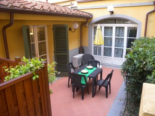 Laura-New and stylish apartment with terrace, Lucca