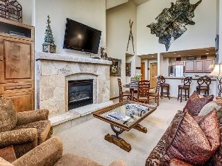3 Bedroom Spruce Lodge Penthouse in the Private Arrowhead Gated Community, Edwards