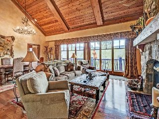 Gorgeous 2BR + Loft Platinum Rated Ski In/Ski Out Ritz Carlton Penthouse, Avon