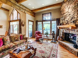 Amazing 4BR Bear Paw Lodge Penthouse, Ski In/Ski Out in Bachelor Gulch, Avon