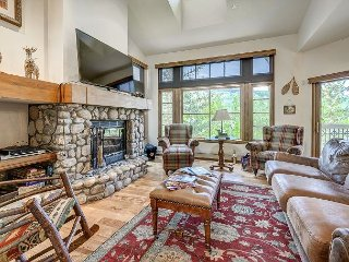Ski to 3BR + Den and 4 Bath Premium Meadows Townhome with Spectacular Views