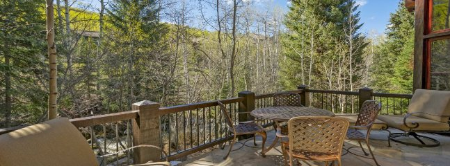 Beautiful, Ski-In/Out Village Walk Home, With Private Hot Tub and Game Room