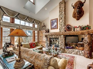 Rustic 3BR + Den Meadows Townhouse In Beaver Creek Village, 180 Yards To Ski, Avon