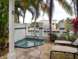 Pirates Playground-Waterfront 2BR Hawks Cay Villa