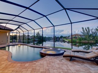 Villa Rosalinda, Waterfront, Pool, Great Views, Cape Coral