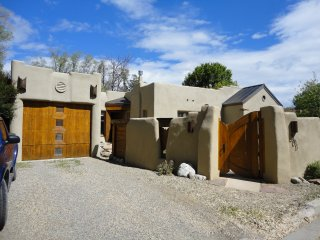 Charming  Downtown Adobe with hot tub, Taos