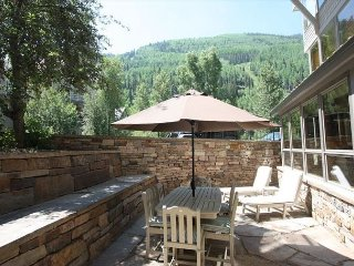 One Level Large Condo 3BR 3.5BA-Spacious stone patio-5 min Skiing