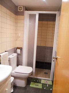 cuarto de aseo ducha.