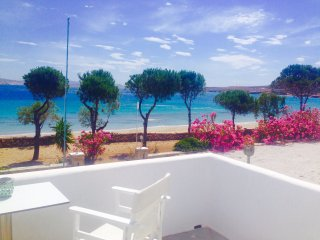 Niriides Studios- sleeps 2 - Krios Beach, Paros, Parikia