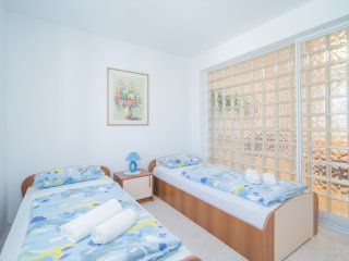 Apartments Paco - Superior Two-Bedroom Apartment with Terrace and Sea View A1, Postira