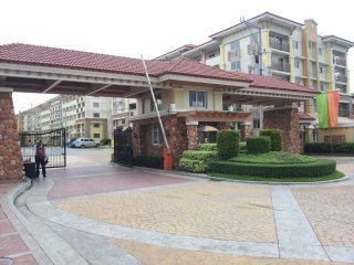 CONDO FOR RENT  ( Daily/Monthly), Quezon City