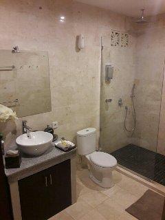 luxury granite tiled bathrooms