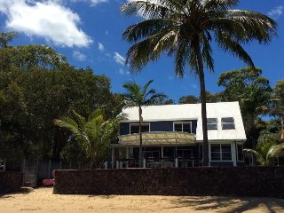 Macleay Island - Absolute Beachfront Family Paradise