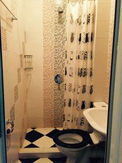 Ensuite bathroom, floor 3
