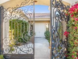 Diamond of the Desert!  Stunning 4 Bdroom / 3.5 Bath, Pool, Spa with Casita. Lighted tennis Courts, Rancho Mirage