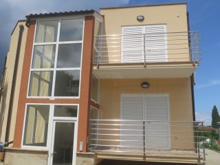 Apartment Davor 4 near the beach and center, Malinska