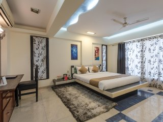 Deluxe Room in 4 Bedroom Apartment, Near Airport, Bombay
