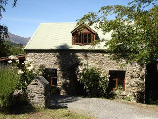 Beautiful mountain cottage, Queenstown