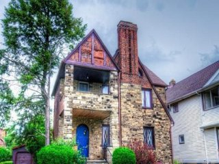 Trendy Stone Castle--12 min to CWRU/Cleveland Clinic