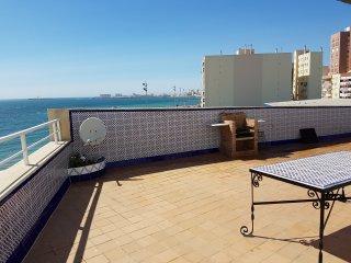 Apartamento frente a playa con gran terraza, Cádiz