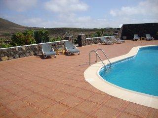La Geria, Ladera del Volcán con piscina, Tias
