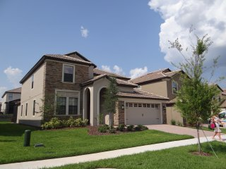 Spring Specials for Beautiful 6 bedroom/6 bathroom in Champions Gate with pool!, Davenport