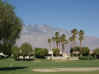 Mountain views, Sunny Patio, Clean & Comfortable, Palm Springs