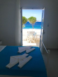 Directly facing Krios beach! Unobstructed sea views!