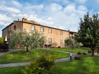 holiday farmhouse central Tuscany,Q,swimming pool with stunning view,air-cond