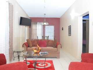 Lovely 2 bedroom in Kingston City