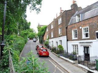 Gorgeous 2BD house on London's prettiest street!, Londres