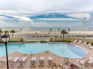 FALL RATES ~ GORGEOUS WEATHER ~ POOLS, BEACHES AND CASINOS OPEN