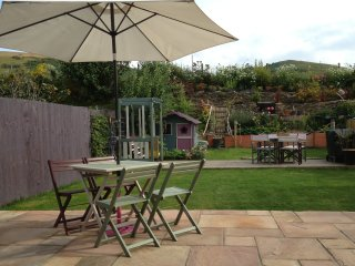 My Way Too. Spacious family home in heart of village. Level 5 min walk to beach, Woolacombe