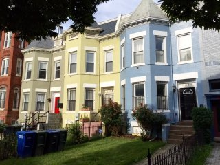 Spacious Victorian Townhouse - Close to everything, Washington DC