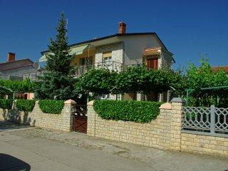 Apartment Kika, Pola