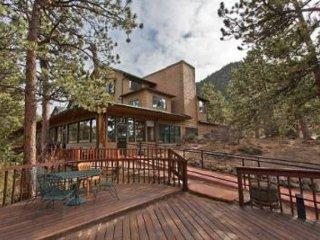 COLORADO {Luxury 1 BR Condo}  Historic Crags Lodge