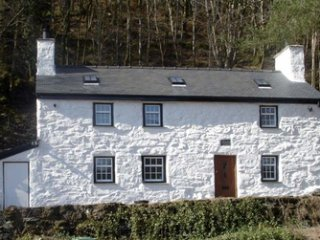 Large Luxury Welsh Cottage in fabulous location, Beddgelert