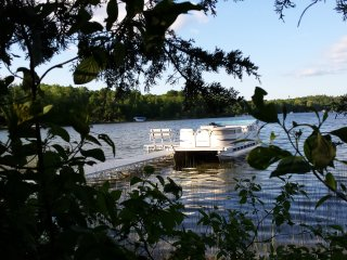 Beautiful lakefront home! boat, fishing, slps 14+